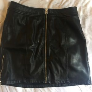 Express mini skirt leather